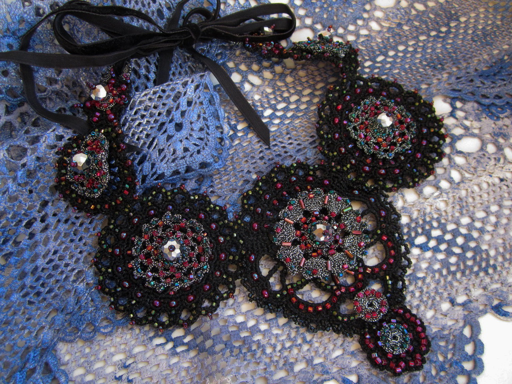 Embroidered crotchet necklace_1