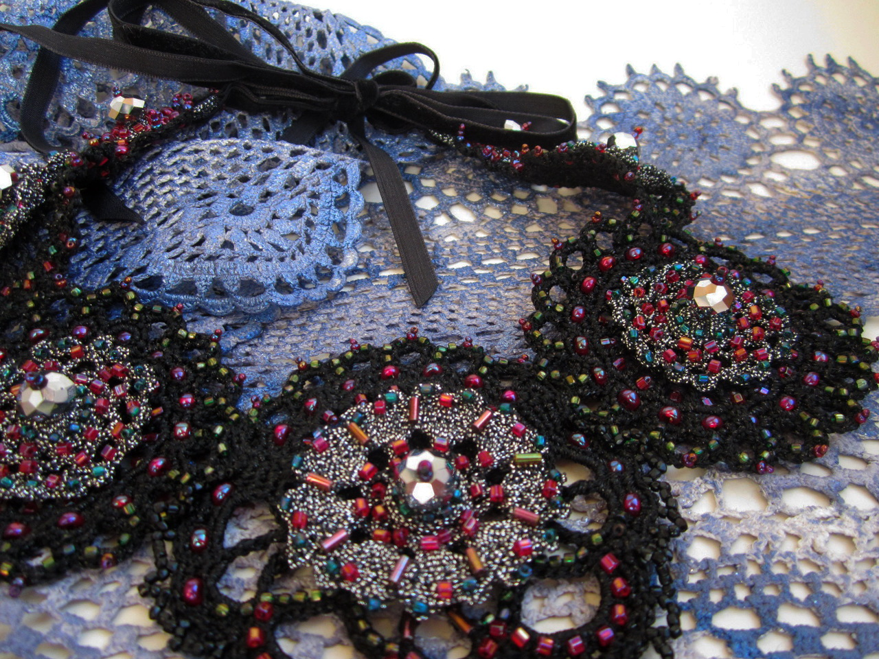 Embroidered crotchet necklace_2