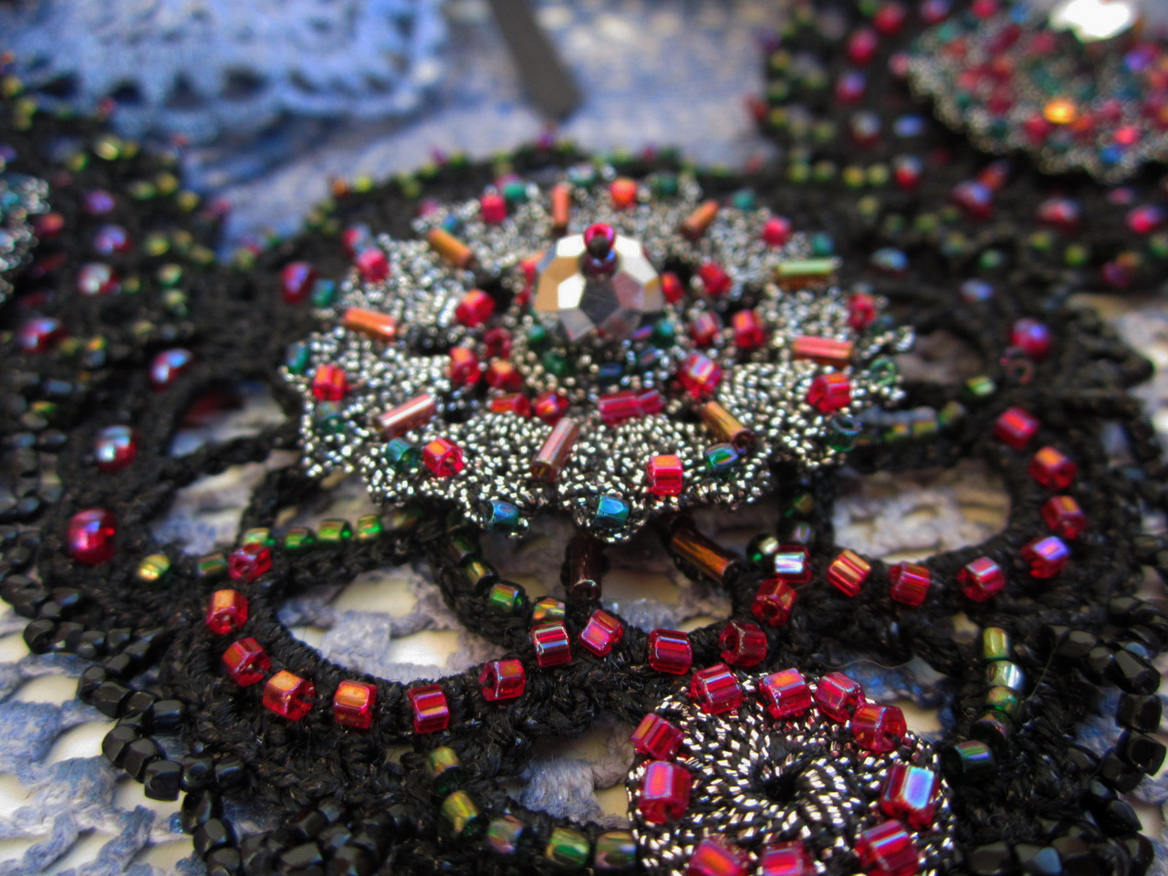 Embroidered crotchet necklace_3