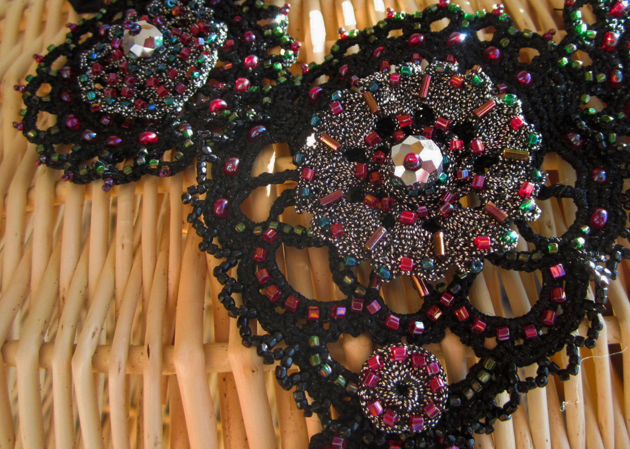 Embroidered crotchet necklace_4