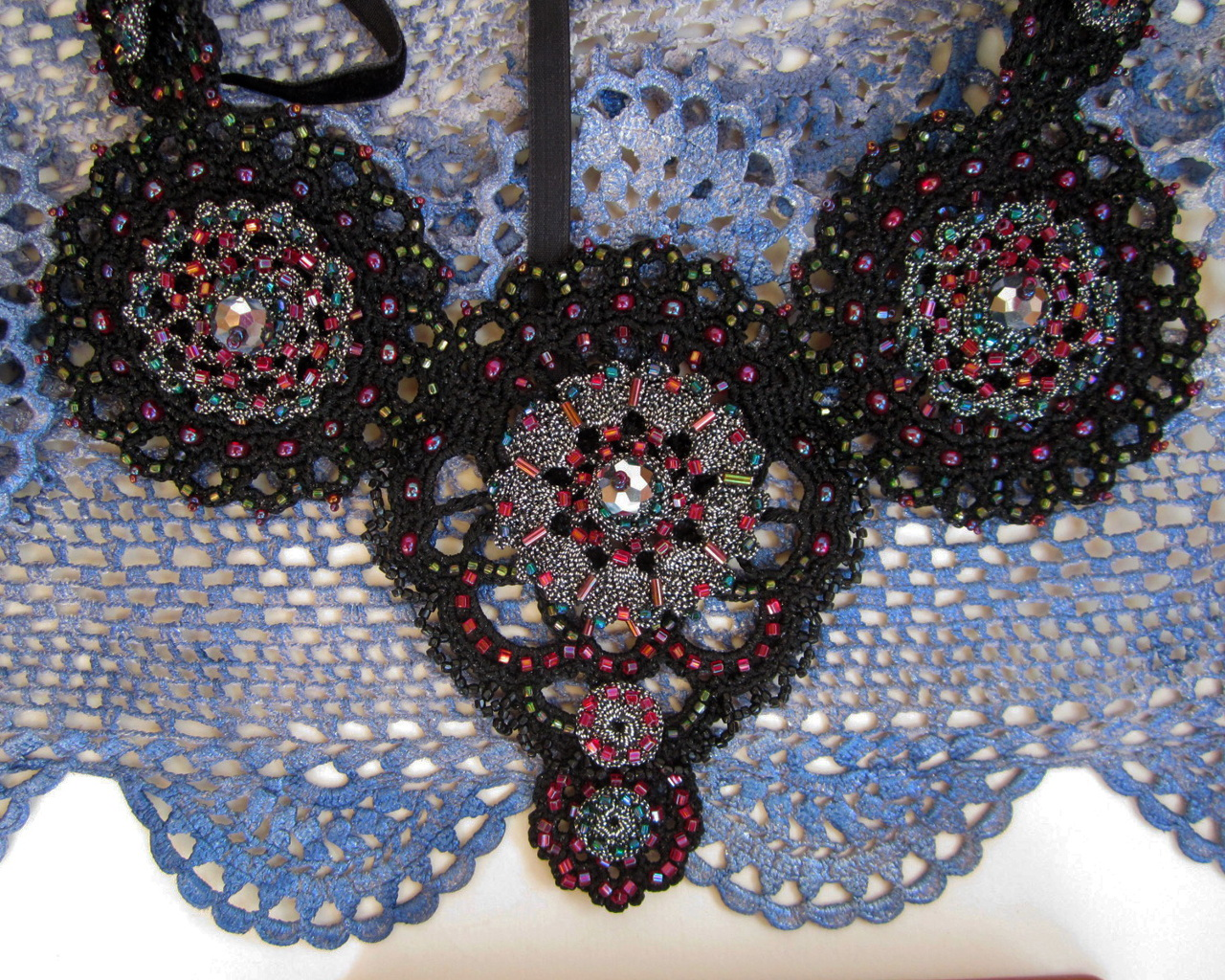 Embroidered crotchet necklace_5