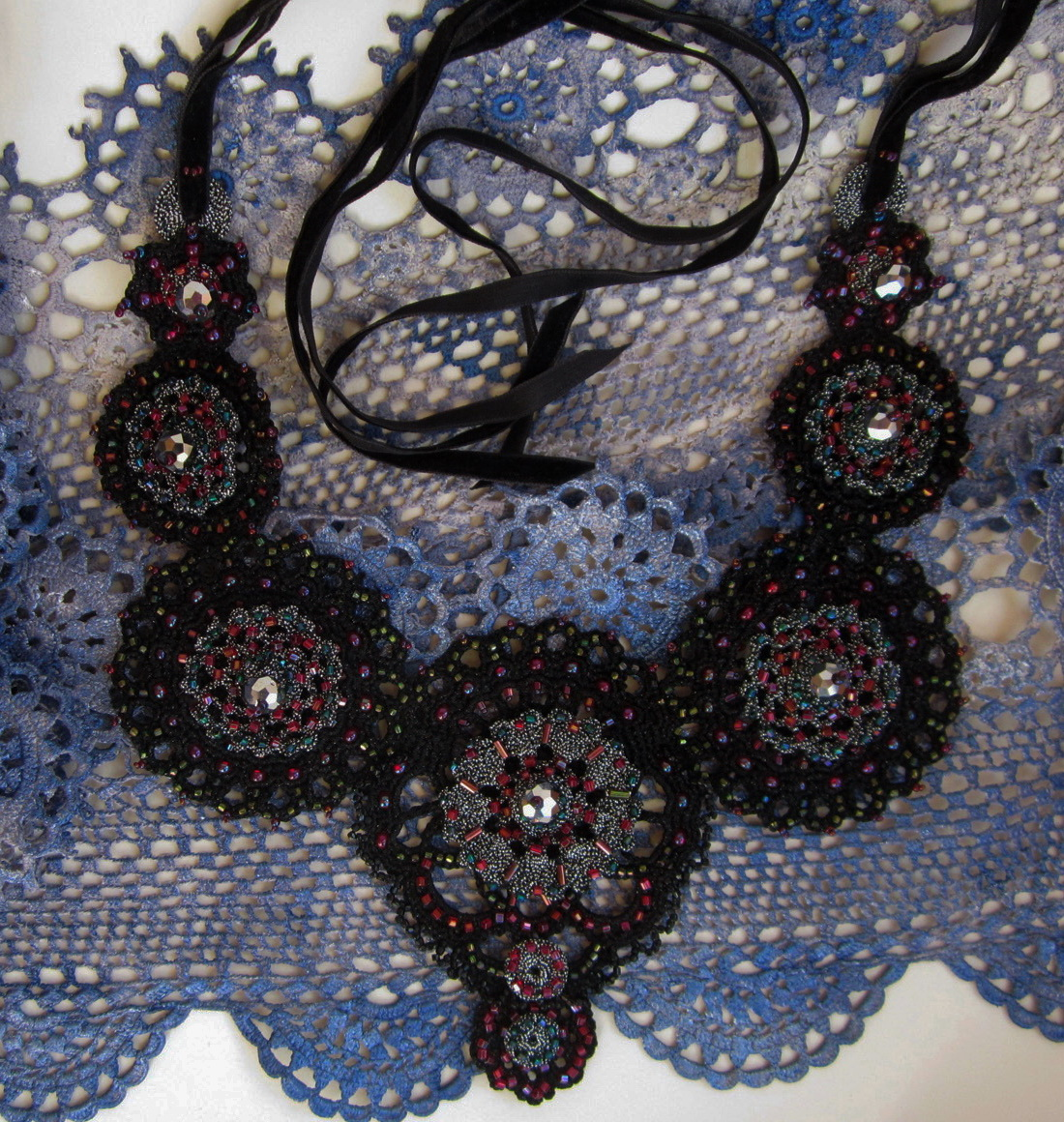 Embroidered crotchet necklace_6