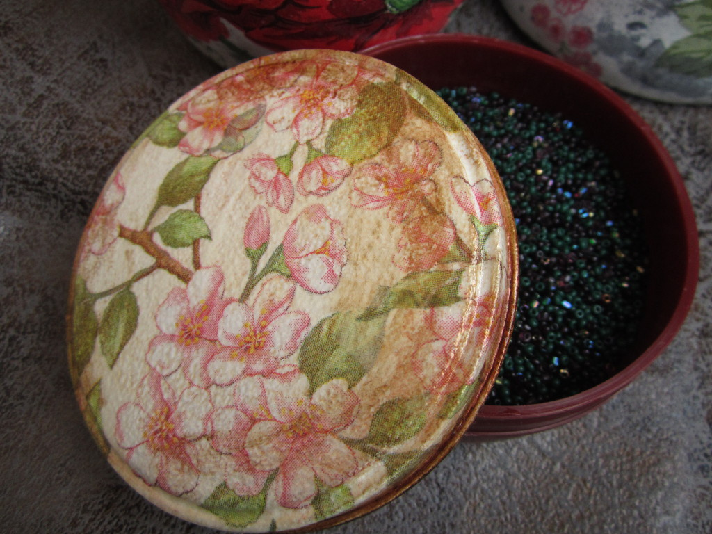 decoupage aluminum box vintage style for beads